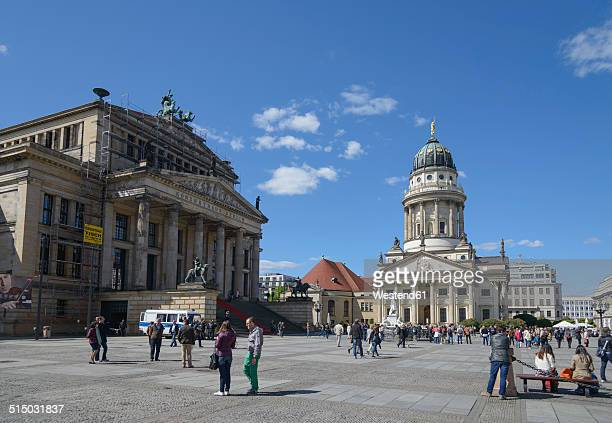 germany, berlin, gendarmenmarkt, french cathedral and concert hall - gendarmenmarkt stock pictures, royalty-free photos & images