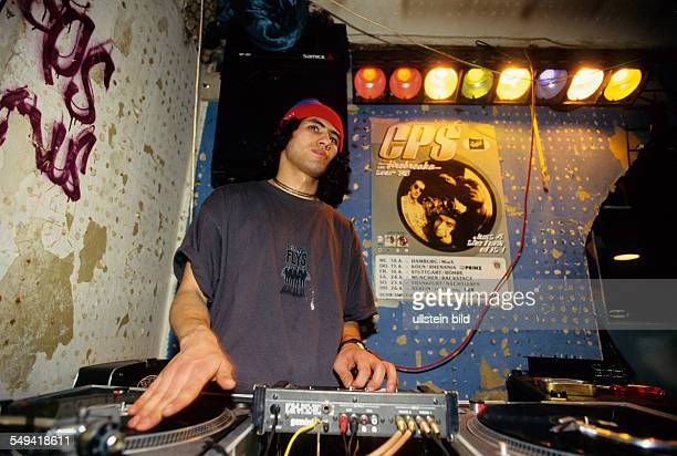 Hip Hop in Berlin Kreuzberg the turkish young person Tamer DJ at Islamic Force and CPS practicing