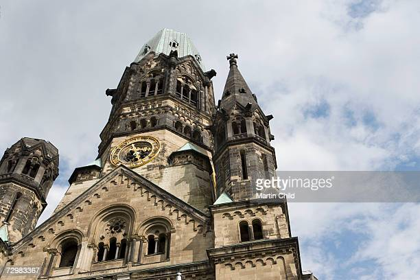germany, berlin, kaiser wilhelm gedachtnis kirche, church, low angle view - kirche fotografías e imágenes de stock