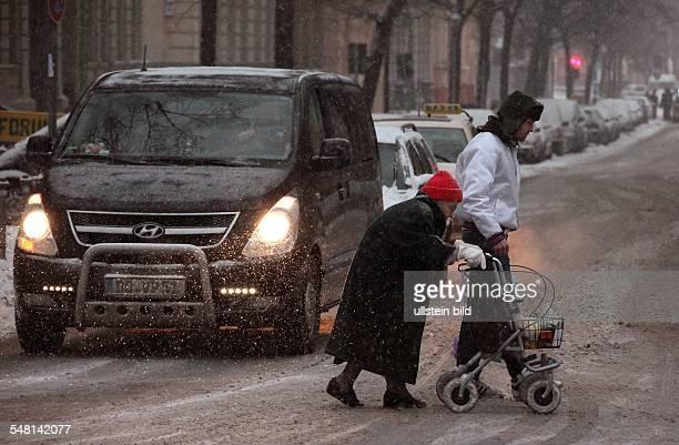 Germany Berlin Kreuzberg pedestrians are crossing the Kreuzbergstrasse in the snow