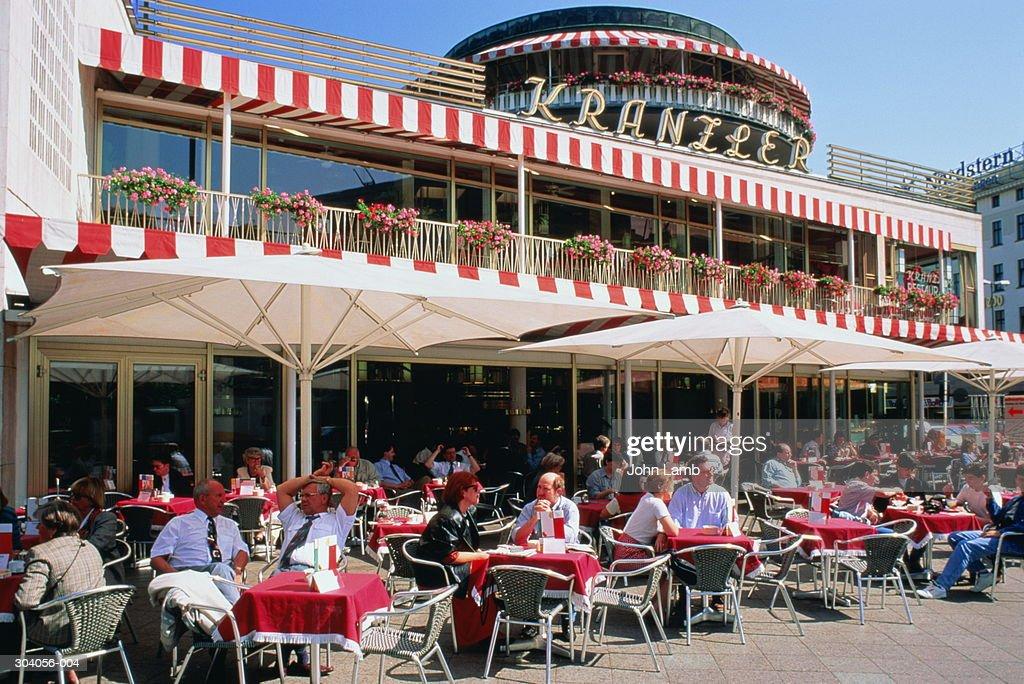 Germany, Berlin, Kurfurstendam, street cafe : Foto de stock