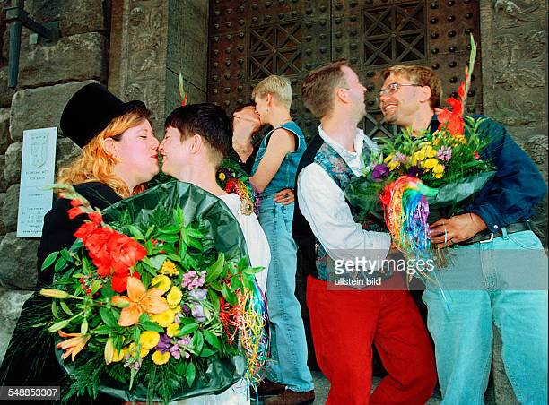 Germany Berlin Mitte - campaign 'have the heart to get married', lesbian and gay couples demonstrating in front of the register office -