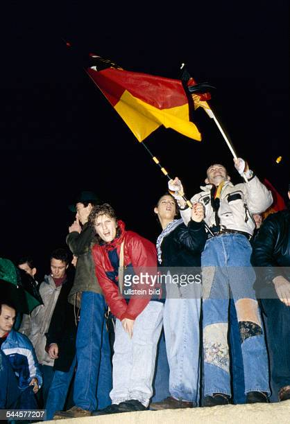 Germany Berlin Mitte Fall of the Berlin Wall people celebrating the opening of Brandenburg Gate