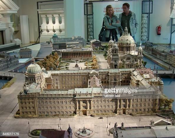 Model of the berlin stadtschloss berlin city palace - Mobeltown berlin ...