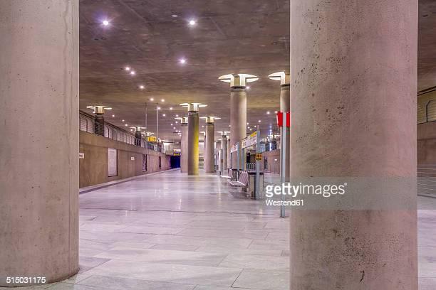 germany, berlin, modern architecture of subway station bundestag - coluna arquitetônica - fotografias e filmes do acervo