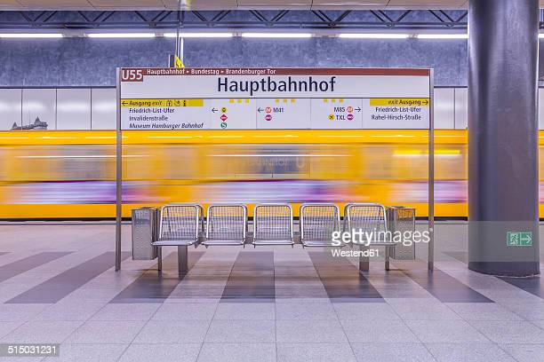 germany, berlin, modern architecture of subway station hauptbahnhof, central station, with moving underground train - central berlin - fotografias e filmes do acervo