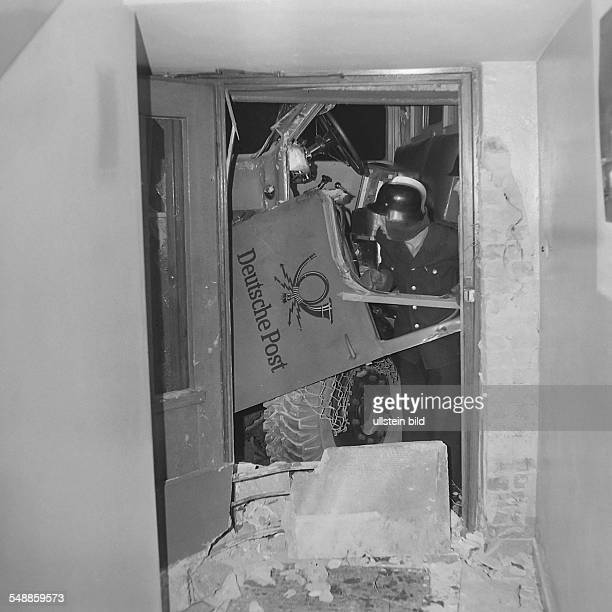 Germany Berlin Neukoelln attempt to escape with a truck into a Post office at Harzer Strasse 68 at the sektors border