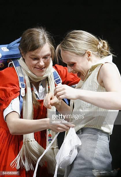 Maxim Gorki Theater Berlin Titel Das Versprechen Autor Friedrich Duerrenmatt Regie Armin Petras Buehne Kostueme Susanne Schuboth Premiere Darst...