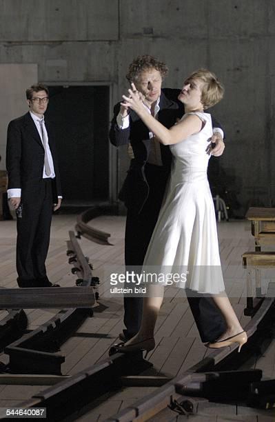 Schaubuehne Berlin Titel Platonow Autor Anton Tschechow Regie Luk Perceval Buehne Annette Kurz Kostueme Ursula Renzenbrink Premiere 26 Mai 2006Darst...