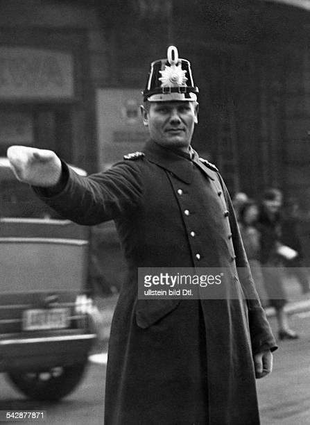 Germany, Berlin: policeman controlling the traffic at Friedrichstrasse corner Kochstrasse- 1929- Photographer: Herbert Hoffmann