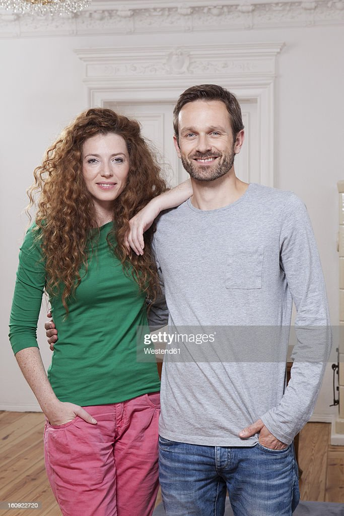 Germany, Berlin, Portrait of couple at home : Foto de stock