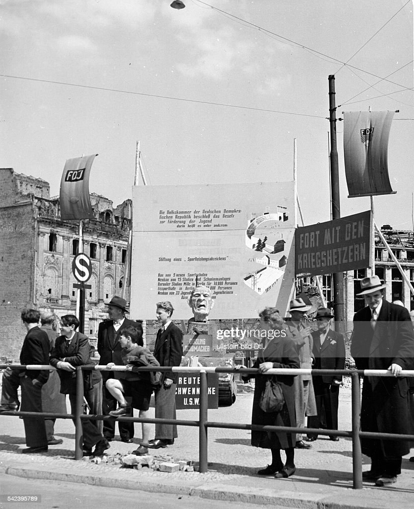 Propaganda in East-Berlin at the border to West-Berlin  News