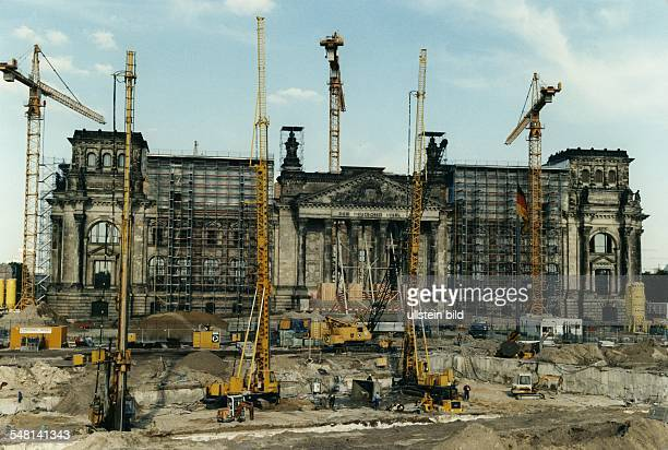 Scaffolding at the Reichstag during the reconstruction In the foreground the construction site of the 'Tiergarten Tunnel' 1996