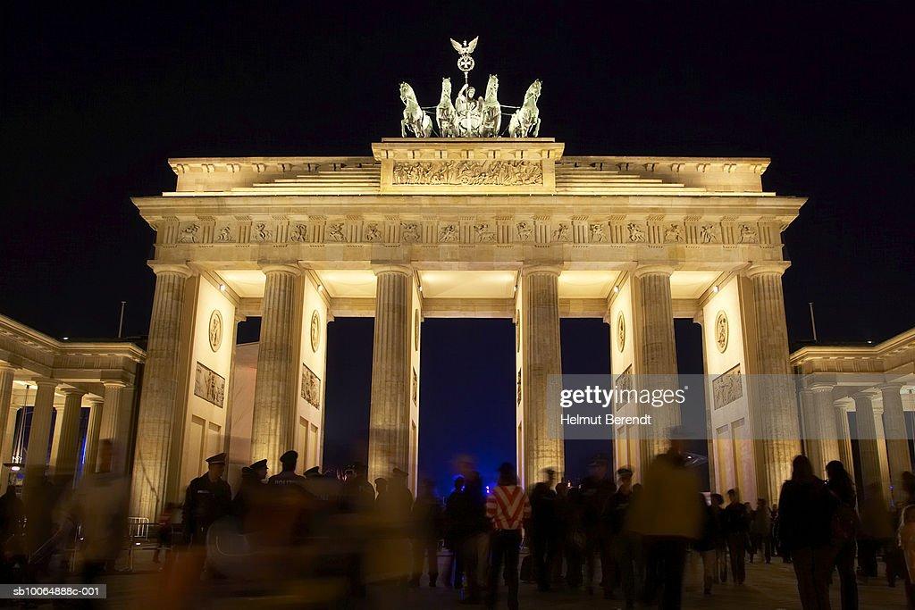 Germany, Berlin, The Brandenburg Gate, night  : Foto de stock