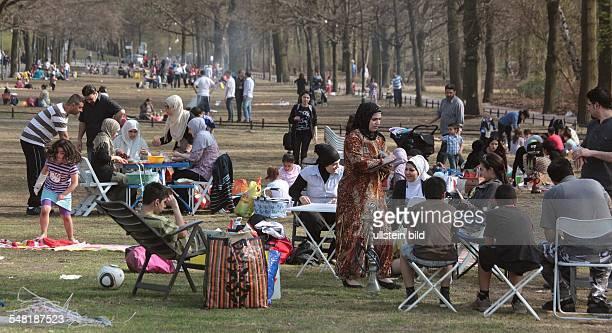Germany Berlin Tiergarten barbecue in the Tiergarten park