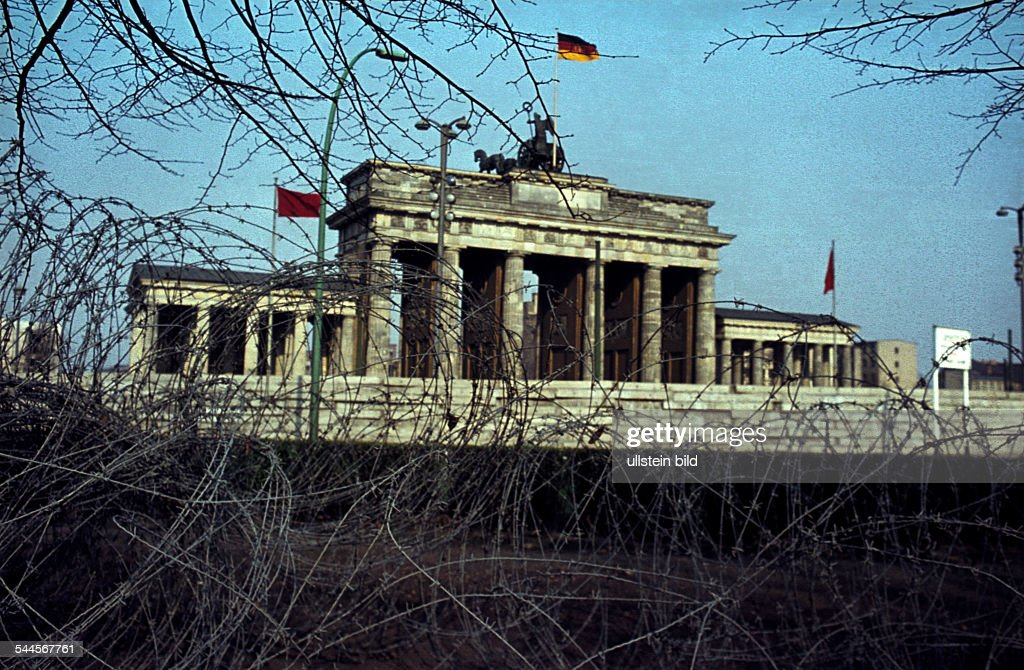 Germany Berlin (West) Tiergarten - barbed wire at the Berlin Wall at ...