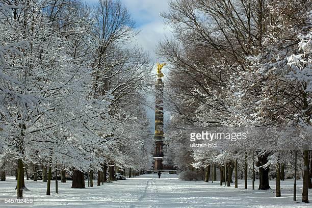 Germany Berlin Tiergarten The victory column 'Siegessaeule'in wintertime