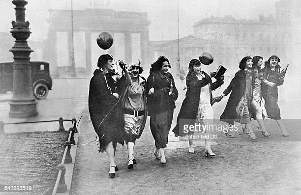 Germany Berlin Tiller Girls coming back from a prom at the Berlin Admiralspalast in the backround the Brandenburg Gate arround 1926