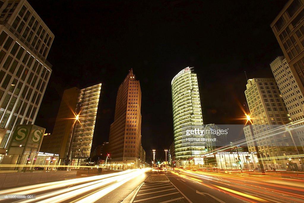 Germany, Berlin, traffic passing Potsdamer Platz, night  : Foto de stock
