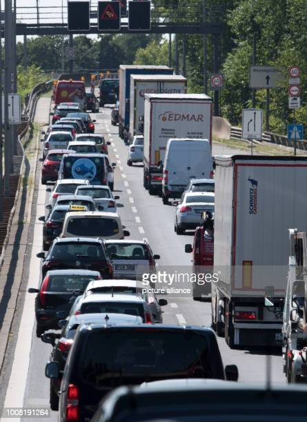 Vehicles stuck in traffic jams on the A100 due to construction work on the Rudolf Wissell Bridge Photo Ralf Hirschberger/dpa