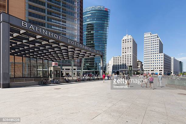 germany, berlin, view to bahntower, beisheim center and railway station at potsdam square - städtischer platz stock-fotos und bilder