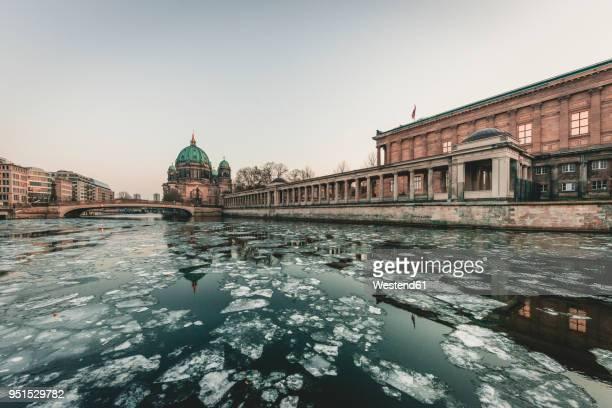 germany, berlin, view to berliner cathedral at twilight - alemania del este fotografías e imágenes de stock