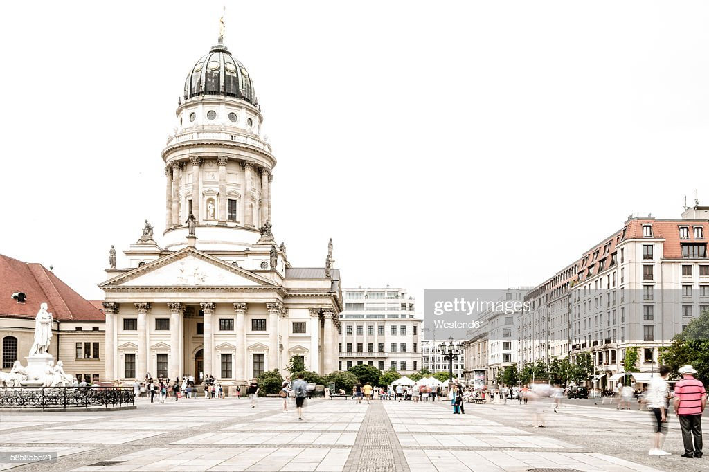 Germany, Berlin, view to French Cathedral at Gendarmenmarkt : Foto de stock