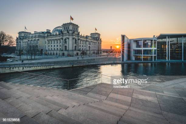 germany, berlin, view to reichstag and paul loebe house at sunset - politik stock-fotos und bilder
