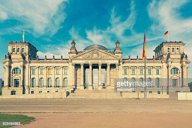 germany, berlin, view to reichstag at sunlight - ライヒスターク ストックフォトと画像