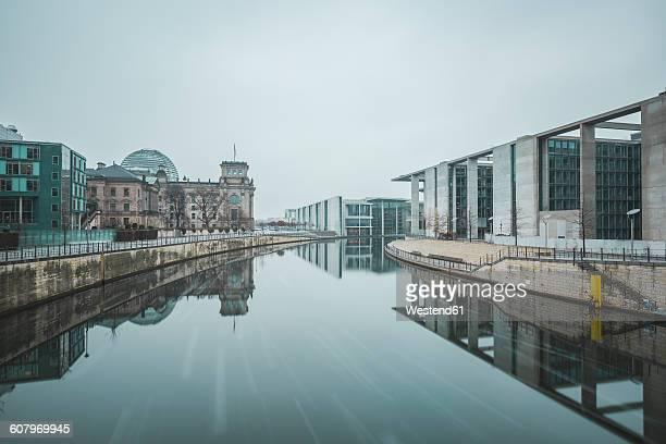 Germany, Berlin, view to Reichstag, Marie-Eisabeth-Lueders- and Paul-Loebe-Building in winter