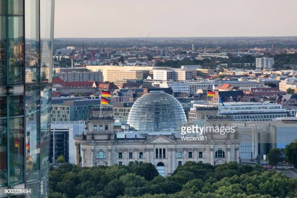 germany, berlin, view to reichstag seen from above - ライヒスターク ストックフォトと画像