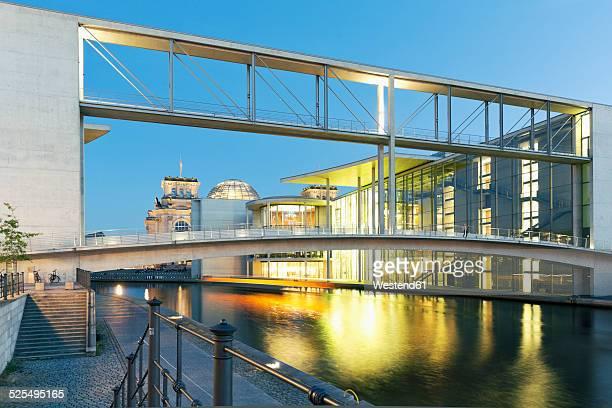 Germany, Berlin, view to skywalk of Paul-Loebe-Building and Marie-Elisabeth-Lueders-Building at twilight