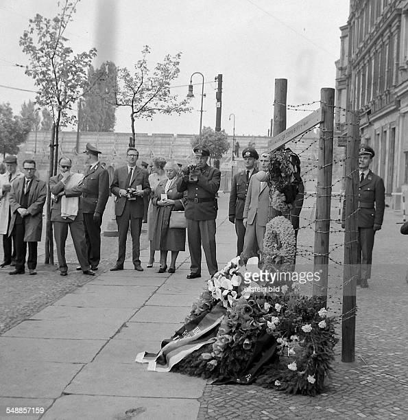 Germany Berlin Wedding Chancellor Konrad Adenauer visit Berlin wreath ceremony at the memorial for the first victim of the wall Ida Siekmann