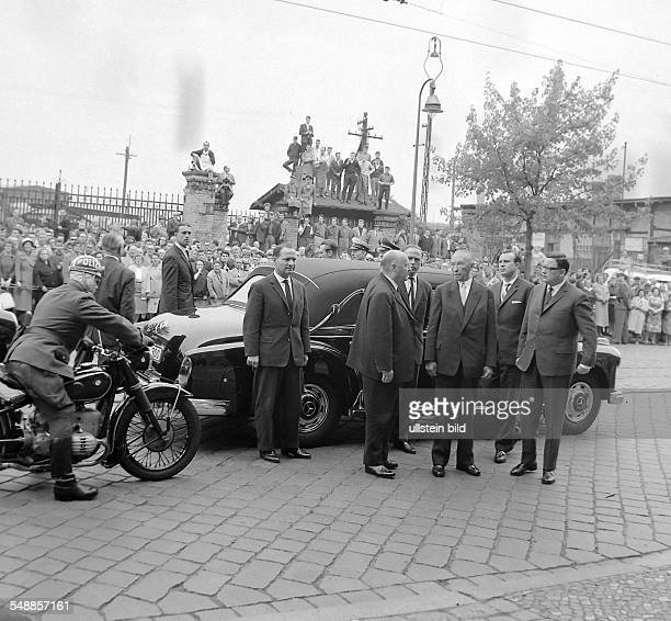 Germany Berlin Wedding Chancellor Konrad Adenauer visit Berlin wreath ceremony with major Klaus Schutz at the memorial for the first victim of the...