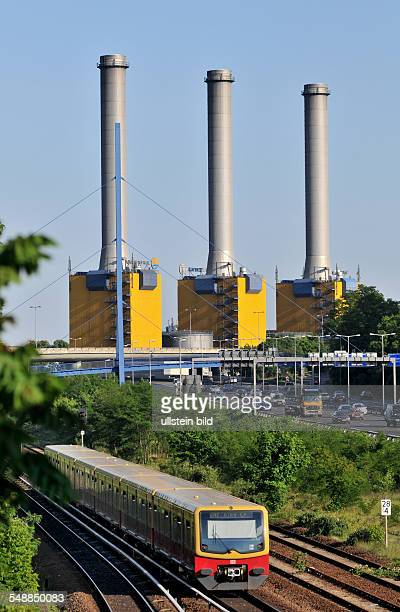 Germany Berlin Wilmersdorf Vattenfall combined heat and power station Wilmersdorf at Forckenbeckstrasse the SBahn in front and the motorway A100