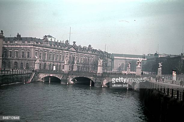 view to the 'Schlossbruecke' with the 'Zeughaus' On the right the Pergamon Museum and the 'Neues Museum' 1940