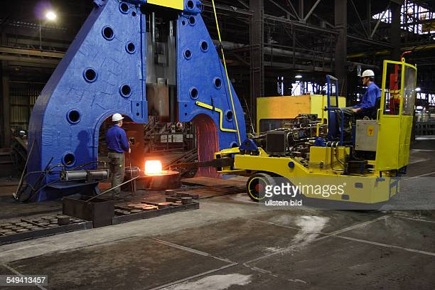 Forging of the 5 tons hammer of the wheel tyre and wheelset manufacturer Bochumer Verein Verkehrstechnik Workers at forging