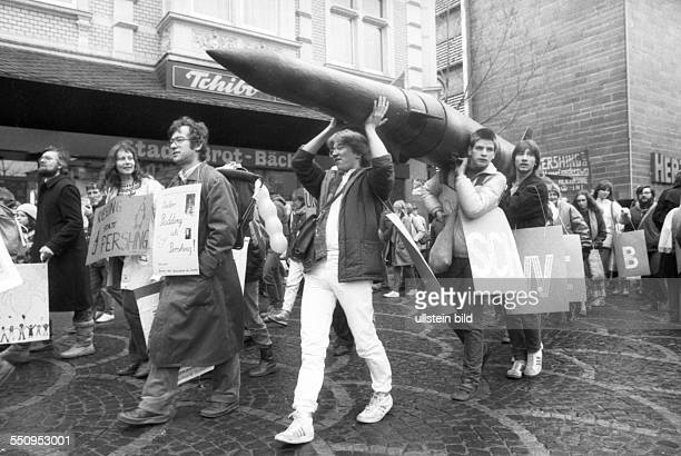 Germany, Bonn: 1000 Heilbronner came to Bonn 28 years ago to protest against the deployment of nuclear missiles in the neighborhood of their city.