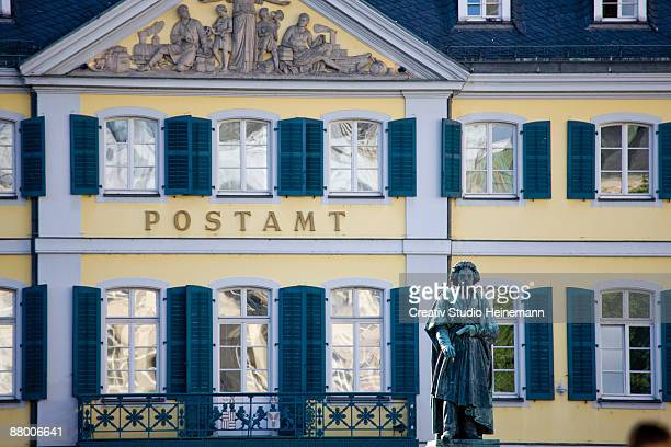 germany, bonn, beethoven monument with post office in background - ludwig van beethoven stock-fotos und bilder