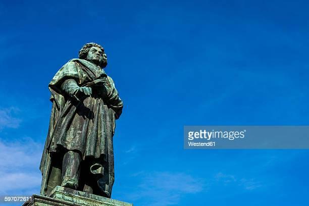 germany, bonn, beethoven statue on muensterplatz - bonn stock-fotos und bilder