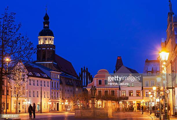 germany, brandenburg, cottbus, altmarkt and st. nikolai church illuminated at night - cottbus stock pictures, royalty-free photos & images