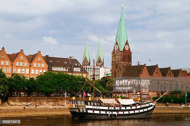 Germany, Bremen, river Weser and old town with Bremen Cathedral and St. Martin's Church