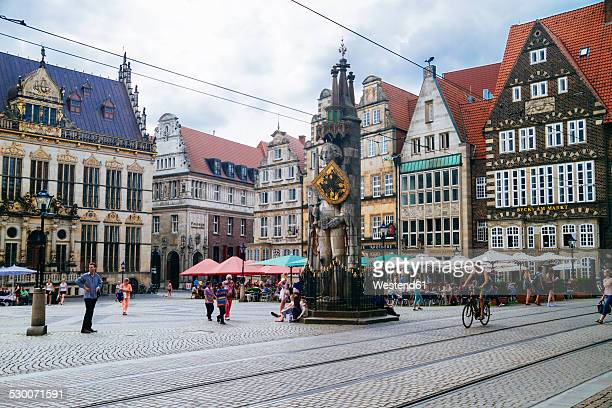 germany, bremen, statue of roland on market square - bremen stock pictures, royalty-free photos & images