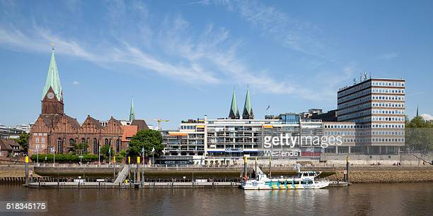 Germany, Bremen, view to boardwalk Schlachte, Saint Martin's Church and Martini landing pier