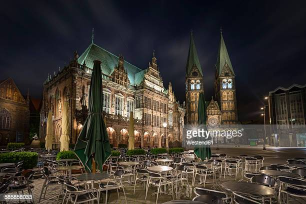 Germany, Bremen, view to townhall and Bremen Cathedral with sidewalk cafe in the foreground at night