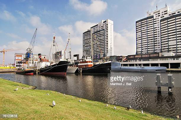 Germany, Bremerhaven, Worpswede, ships and skyline