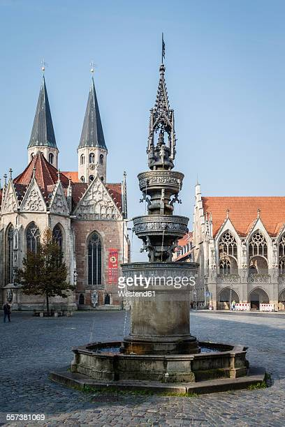 Germany, Brunswick, view to Old town market with St. Marys fountain, Church St Martini and city hall
