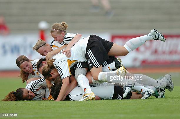 Germany celebrate AnnChristin Angel's equalizer during the Women's U19 European Championship Final Round between Germany and Sweden at Stadion...