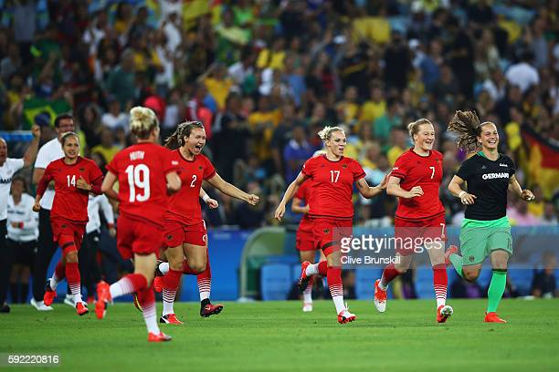 Germany celebrate victory in the Women's Olympic Gold Medal match between Sweden and Germany at Maracana Stadium on August 19, 2016 in Rio de...