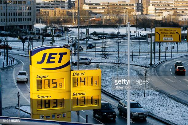 Germany: Change over to the euro.- JET petrol station; last day with DM prices.